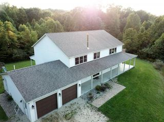 22106 Beacon Rd, Metamora, IN