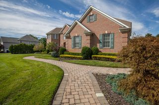 341 Karen Ct, Freehold, NJ