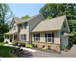8 Featherbed Ln, Audubon, PA