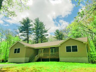 112 Sunflower Court, Milford PA