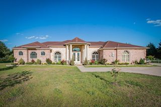 306 Rugged Dr, Red Oak, TX