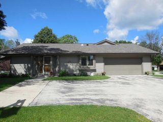 5025 South Stonehedge Drive #5025, Greenfield WI