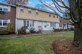 57 Village Green Dr, North Andover, MA