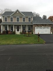 29 Thoroughbred Cir, Selkirk, NY