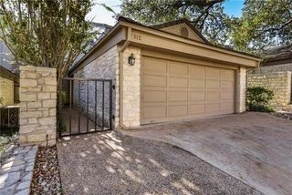 112 W Eagle Dr, The Hills, TX