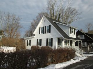 1 Cottage Pl, Haverhill, MA