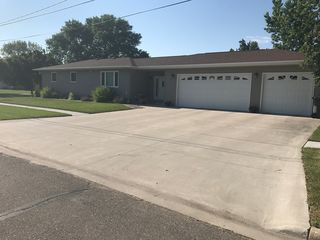 122 4th Ave NW, Hillsboro, ND
