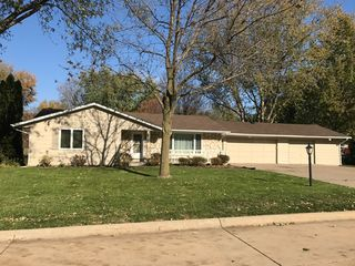 5196 Coachman Rd, Bettendorf, IA