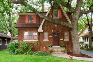 168 Barrypoint Rd, Riverside, IL