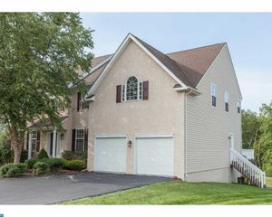 1006 Meadow View Cir, Collegeville, PA