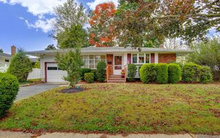 5 Lawrence Pl, Freehold, NJ