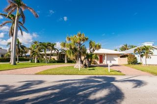 131 Claremont Ln, Palm Beach Shores, FL
