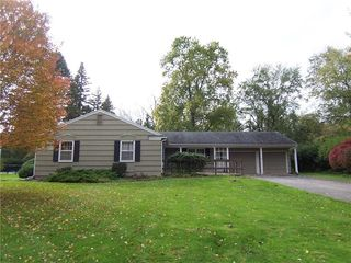 16 Rollingwood Dr, Pittsford, NY