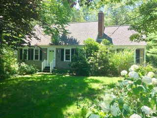 10 Laurel Cir, Forestdale, MA