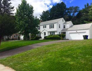 823 Mountain Rd, West Hartford, CT