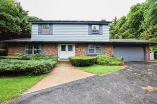 19705 W Wedgewood Ct, New Berlin, WI