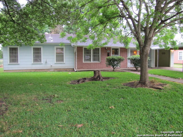 410 Wallace St, Seguin, TX 78155 - 2 Bed, 1 Bath Single