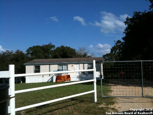 119 Shady Oaks Dr, Floresville, TX 78114 - 5 Photos | Trulia