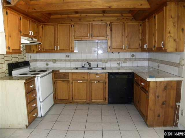 1755 Castle Way, Reno NV owners history, phone number, price