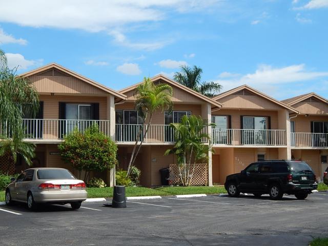 2106 Nova Village Dr , Davie FL