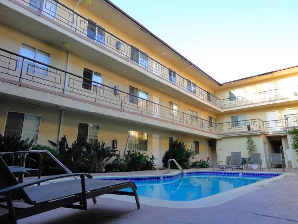 4358 Mammoth Ave #11, Sherman Oaks, CA 91423 - 2 Bed, 2 Bath