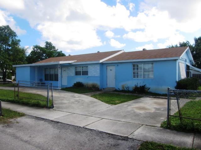904 Ridge Rd , Lantana FL