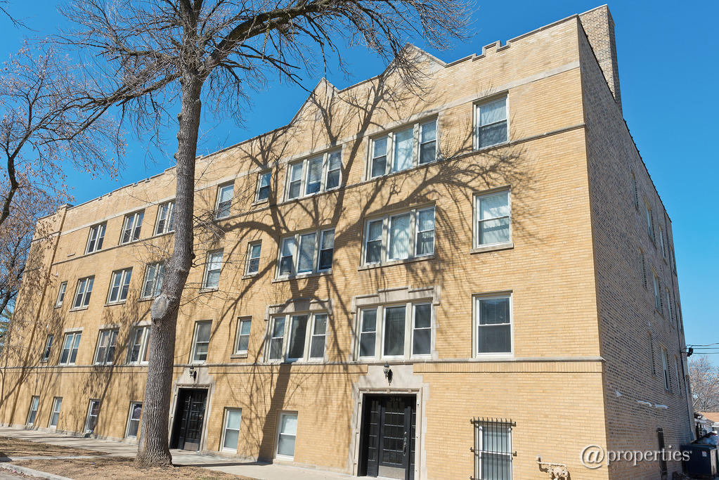 3648 W Belle Plaine Ave #205