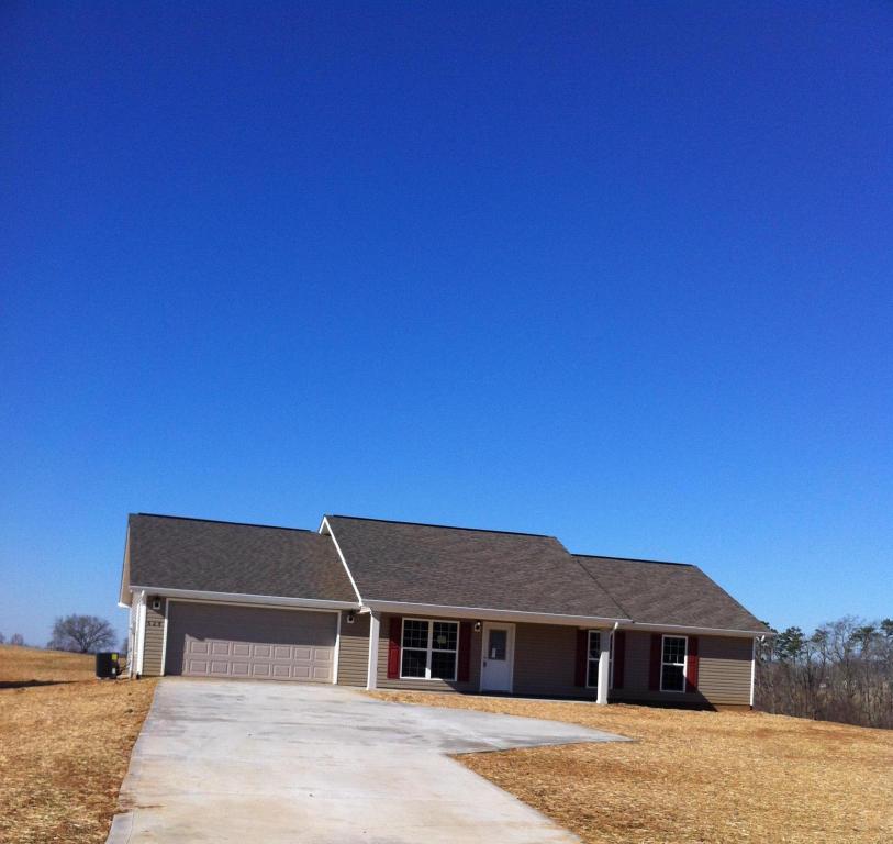 826 Bonnethead Ln, Seymour, TN 37865 - 2 Bath Single-Family