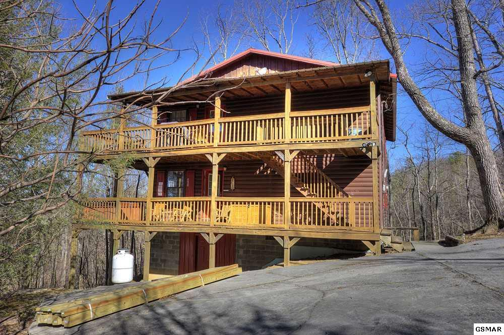 district pin reduced homes sevierville view cabin for sales cabins rd smokies school laurel sq dollywood bed a lick near bath tn sale photos log