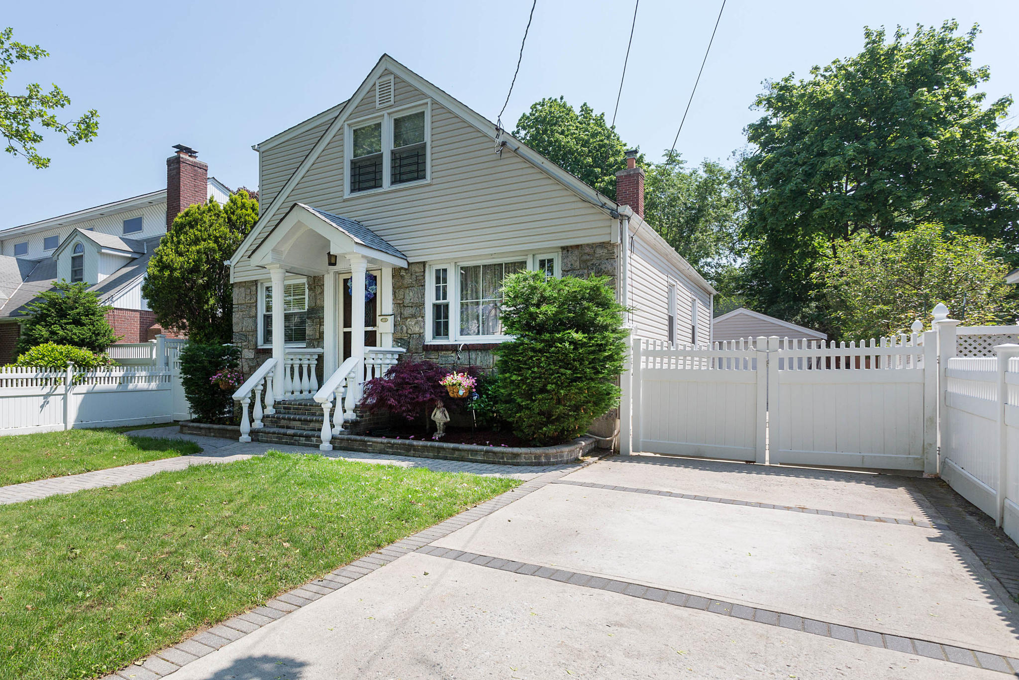 324 Yale Rd, Garden City, NY 11530 - Estimate and Home Details | Trulia