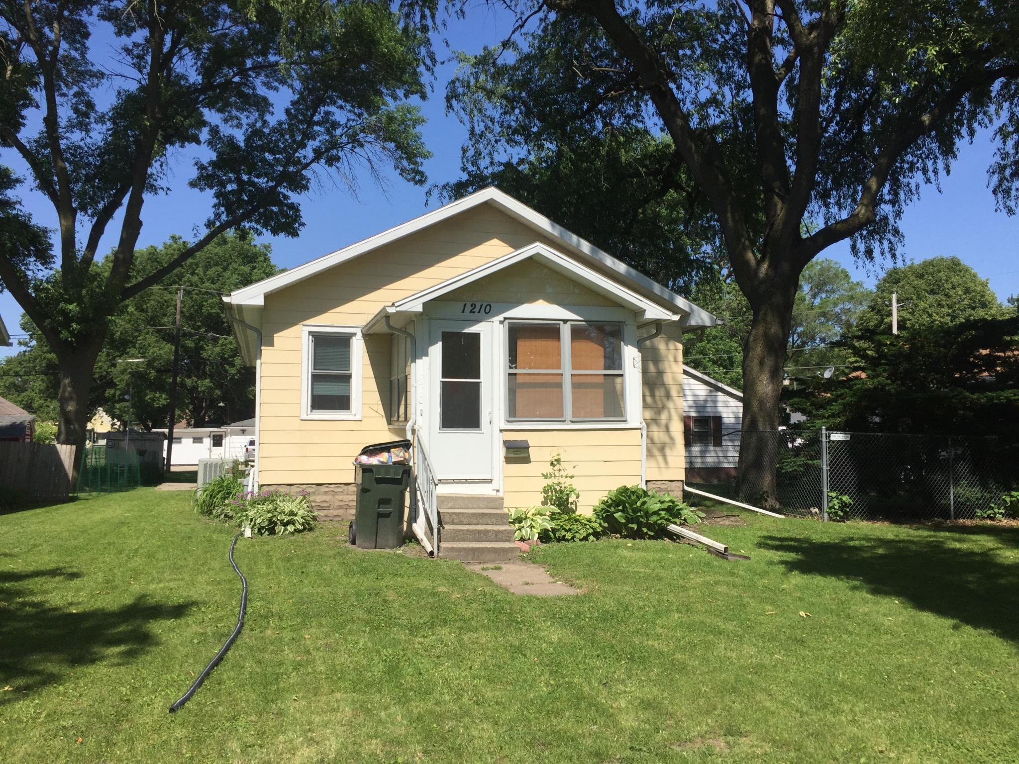 1210 Magnolia Pkwy For Rent