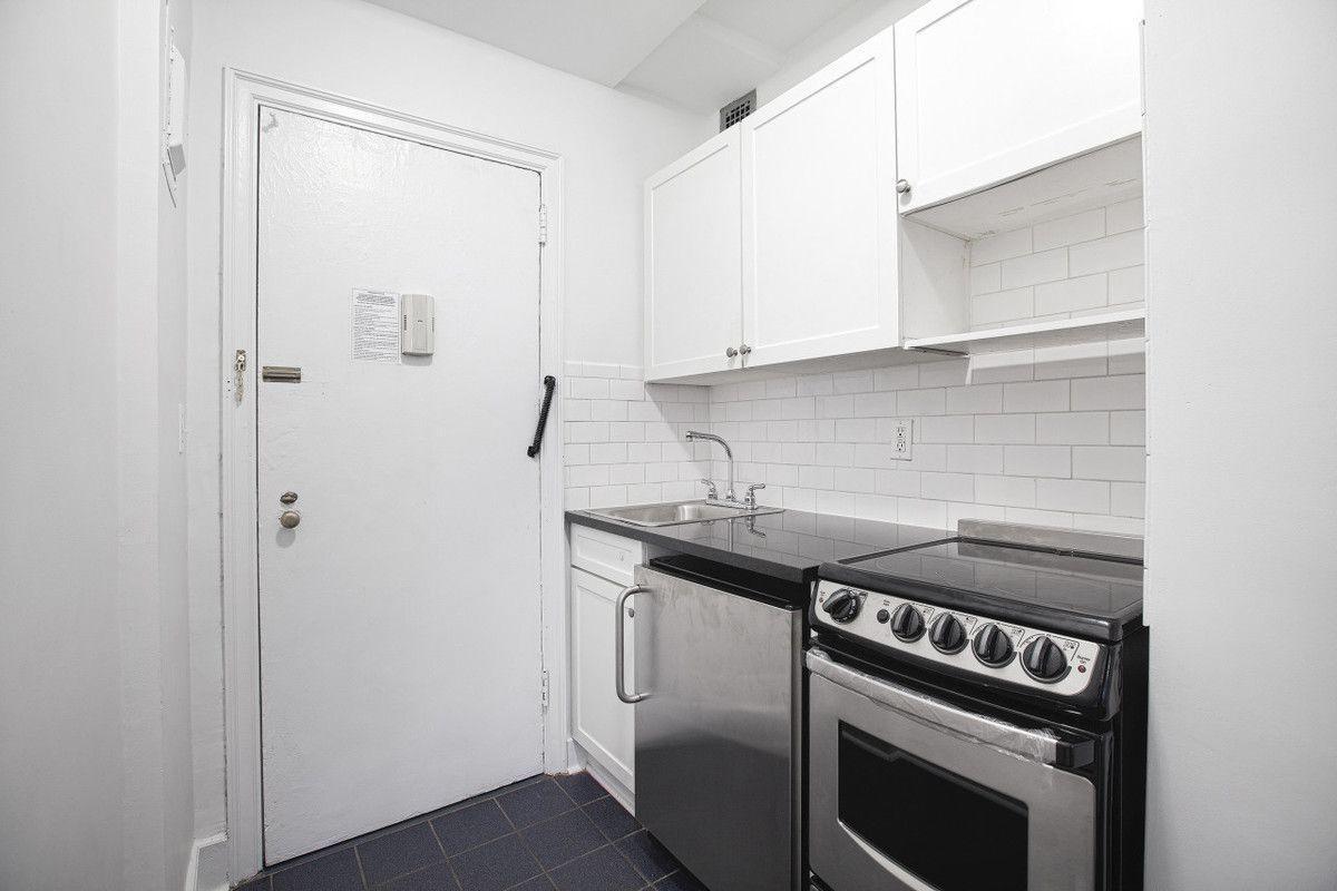 307 E 44th St #1221, Manhattan, NY 10017 - 1 Bed, 1 Bath