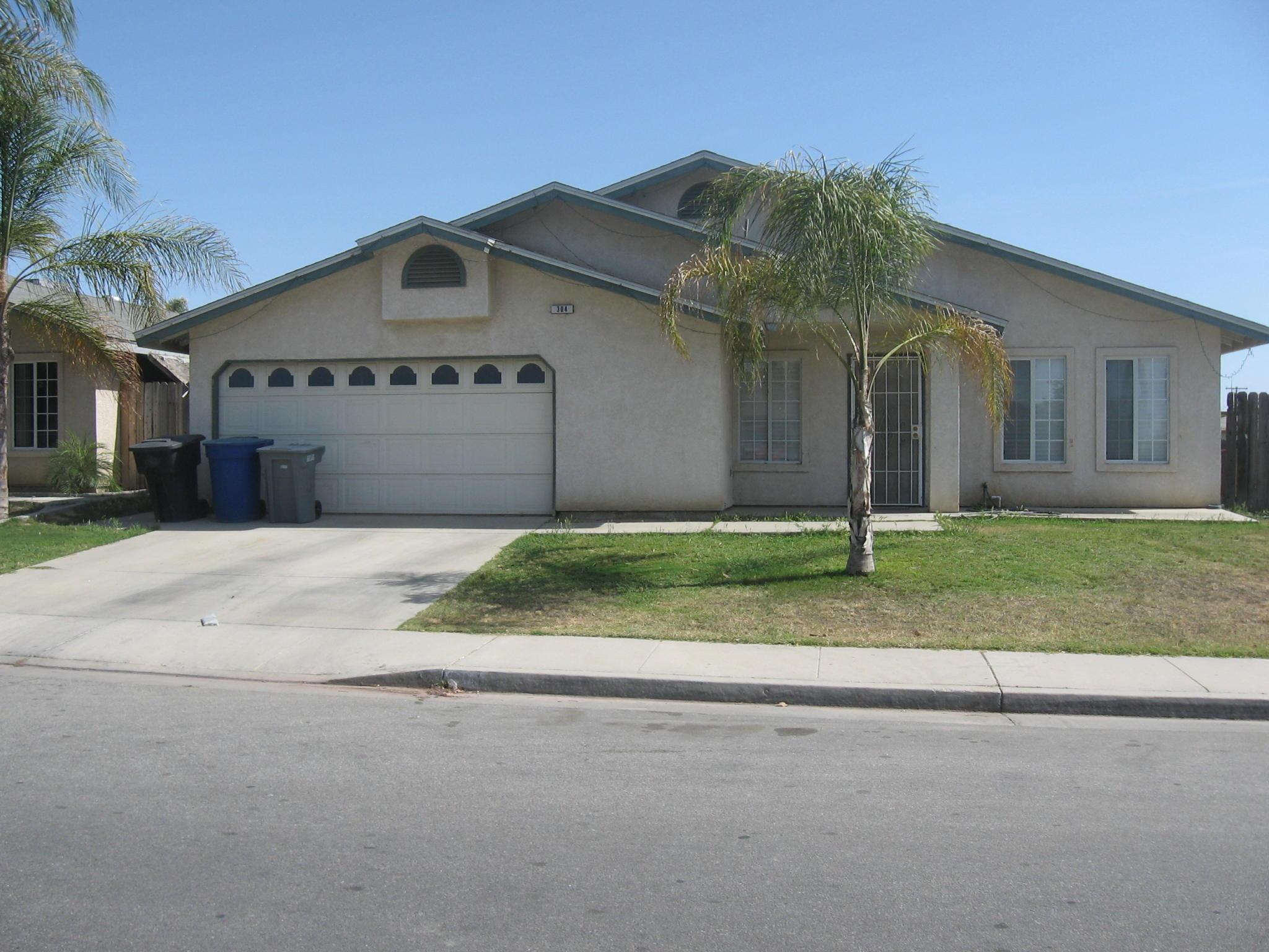 304 21st Ave Delano CA Estimate and Home Details