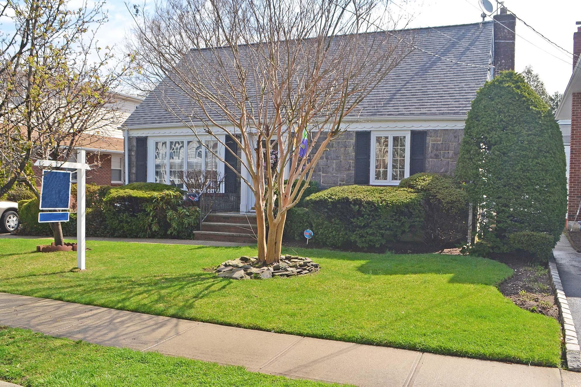 212 Caroline Ave, Garden City, NY 11530 - Estimate and Home Details ...