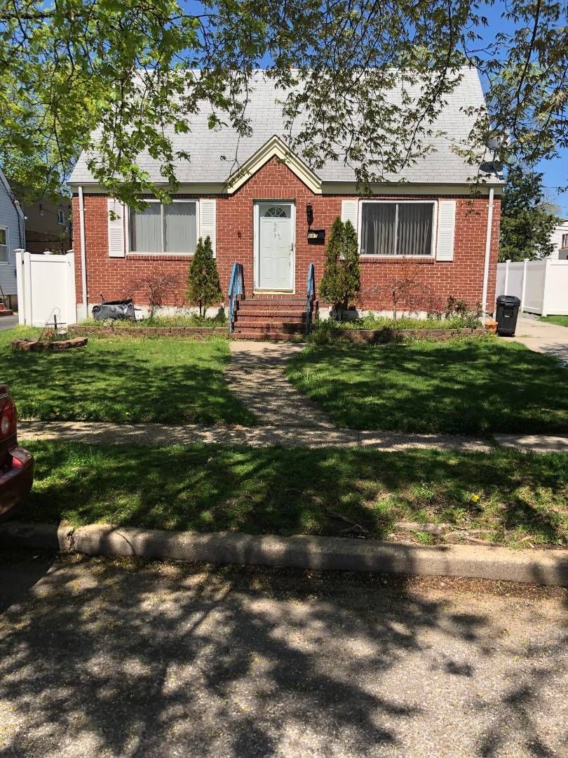 693 Midwood St, Uniondale, NY 11553 - 4 Bed, 2 Bath Single-Family Home -  MLS #10596519 - 4 Photos | Trulia