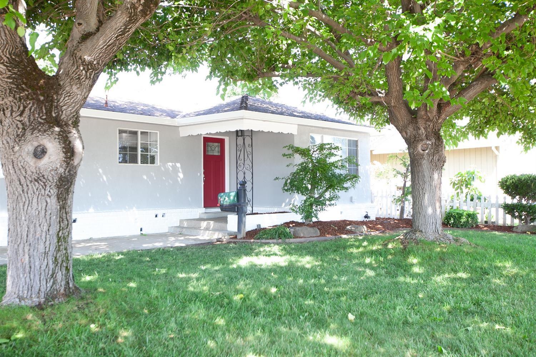 304 Camellia Way, Galt, CA 95632 - 3 Bed, 2 Bath Single-Family Home - MLS  #19044521 - 20 Photos | Trulia