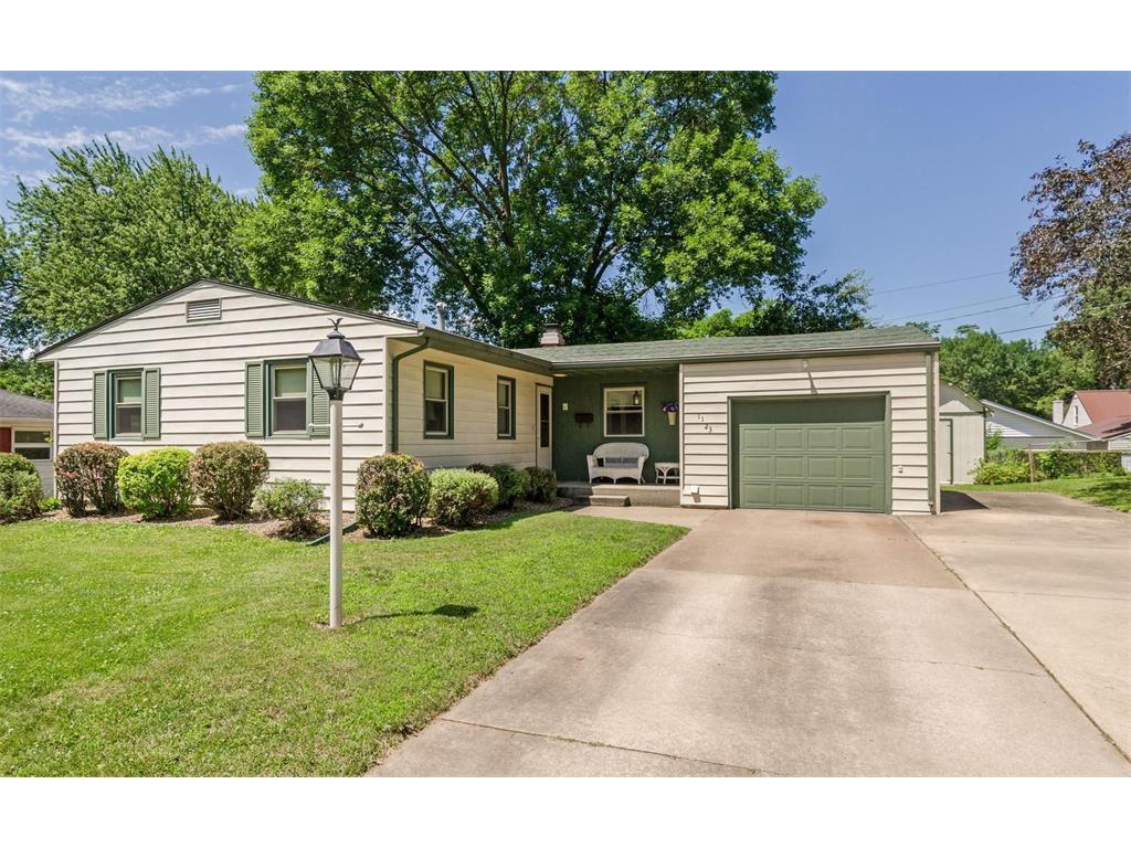 1123 Crestview Dr SE, Cedar Rapids, IA 52403 - Estimate and Home ...