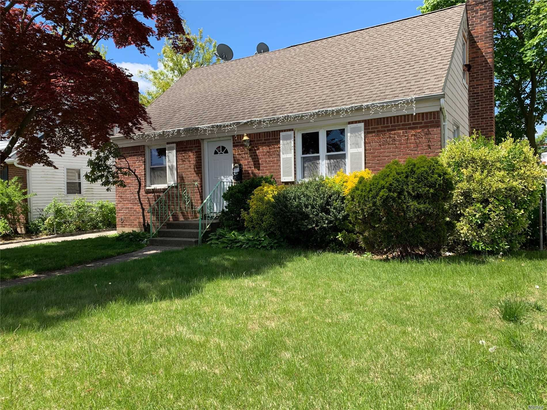 572 Clark Pl, Uniondale, NY 11553 - 4 Bed, 2 Bath Single-Family Home - MLS  #3128943 - 4 Photos | Trulia