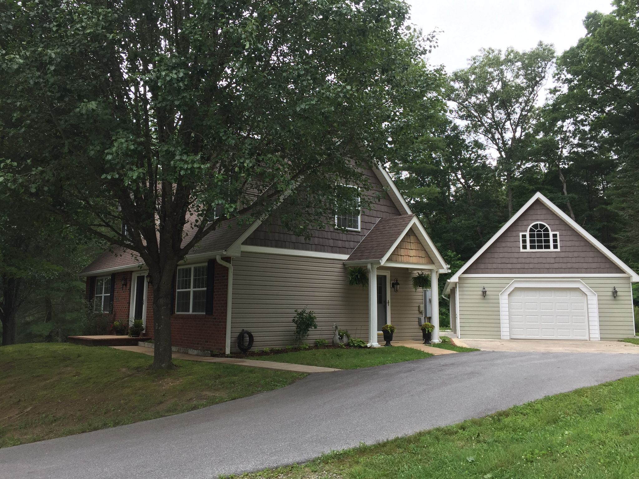 121 April Ln Hendersonville NC Recently Sold