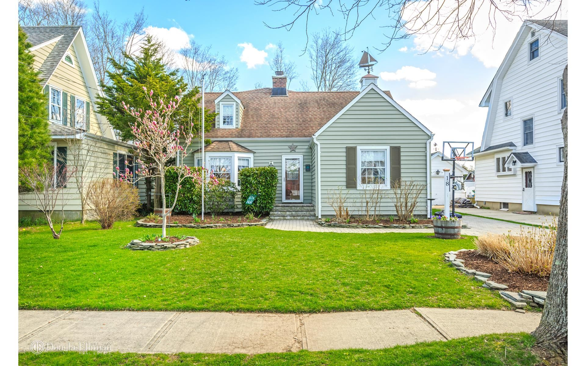 18 Kelly Ct For Sale - Kings Park, NY | Trulia