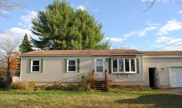 547 Portland St Rochester Nh 03867 3 Bed 1 Bath Single Family