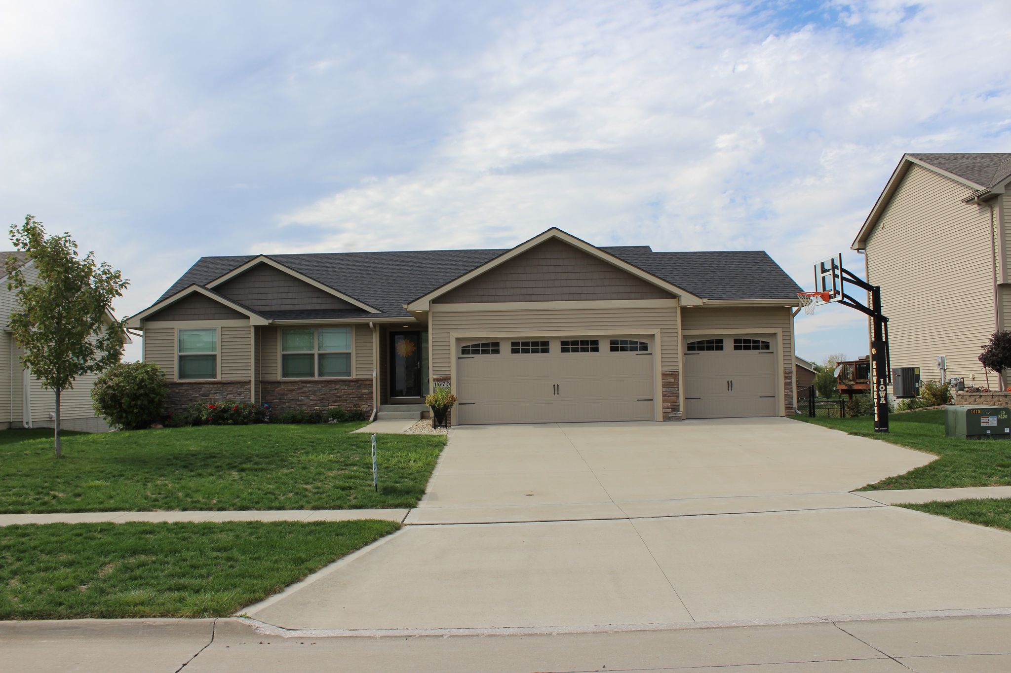 1670 se waters edge dr for sale waukee ia trulia