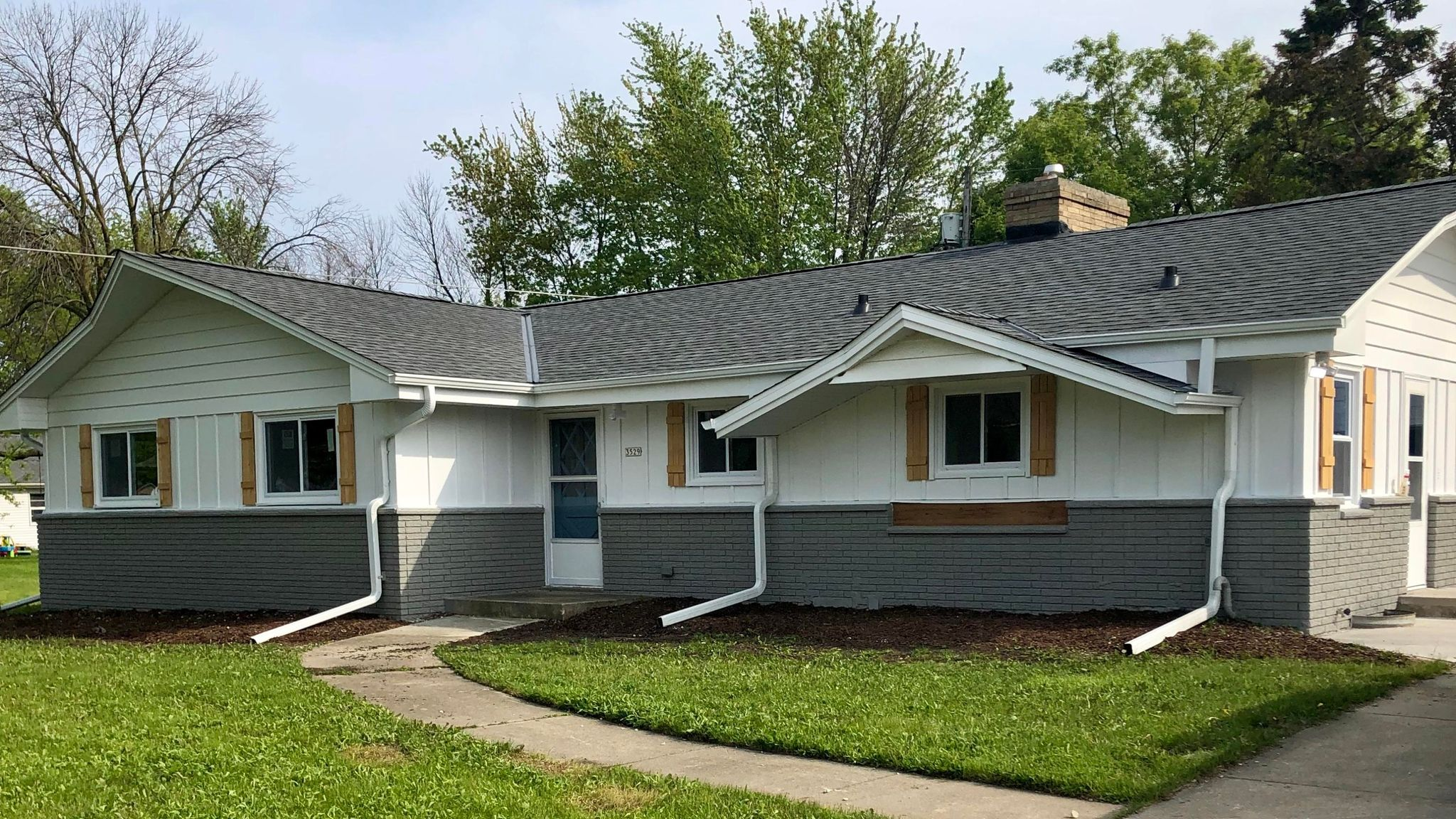 3529 Spring St, Racine, WI 53405 - 3 Bed, 3 Bath Single-Family Home - MLS  #1640577 - 23 Photos | Trulia