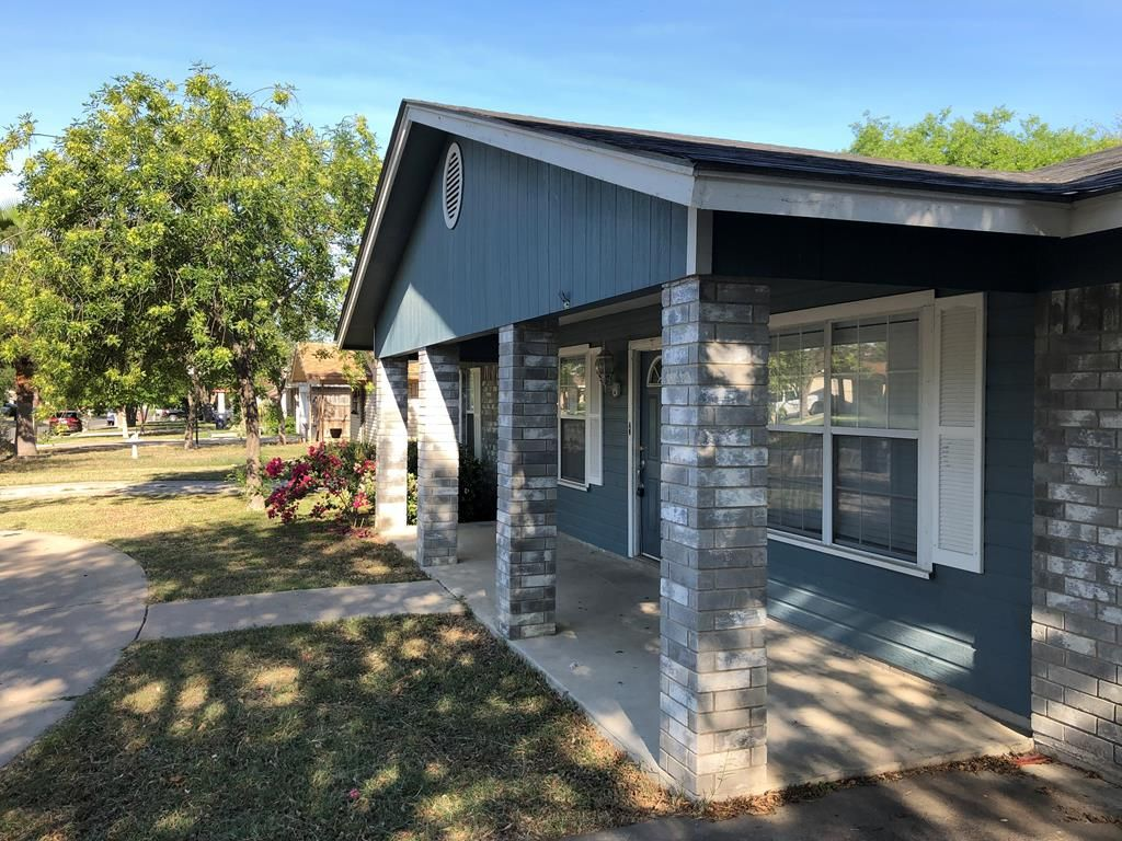 2345 Royal Park Dr, Eagle Pass, TX 78852 - 3 Bed, 2 Bath Single-Family Home  - MLS #106187 - 11 Photos   Trulia