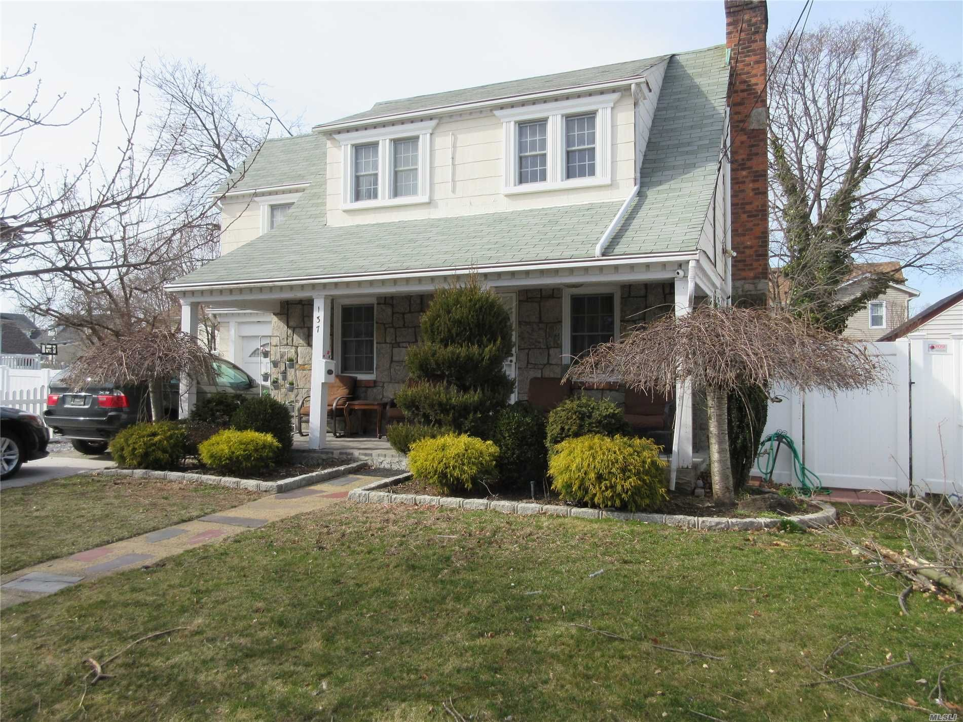 137 Dehnhoff Ave, Freeport, NY 11520 - 4 Bed, 2 Bath Single-Family Home -  MLS #P1341766 - 18 Photos | Trulia
