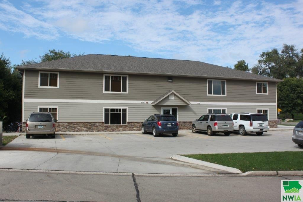 1290 Eastside Dr Sioux Center Ia 51250 2 Bed 1 Bath Multi Family