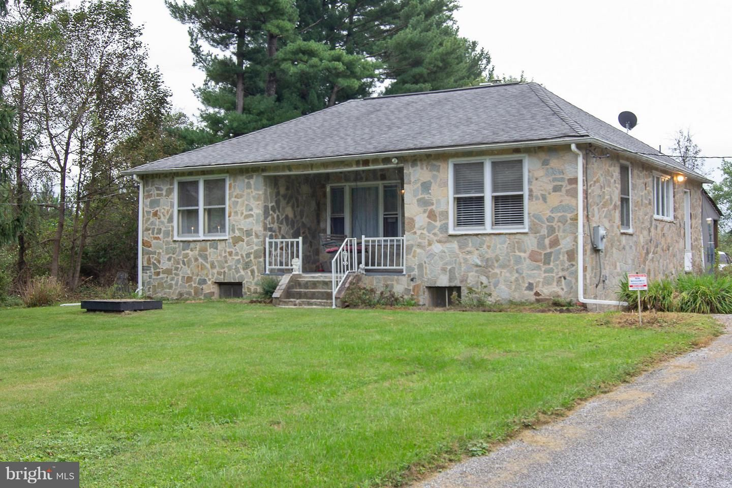 Fine 2929 Club House Rd Finksburg Md 21048 2 Bed 1 Bath Single Family Home Mls 1008232118 30 Photos Trulia Home Interior And Landscaping Synyenasavecom