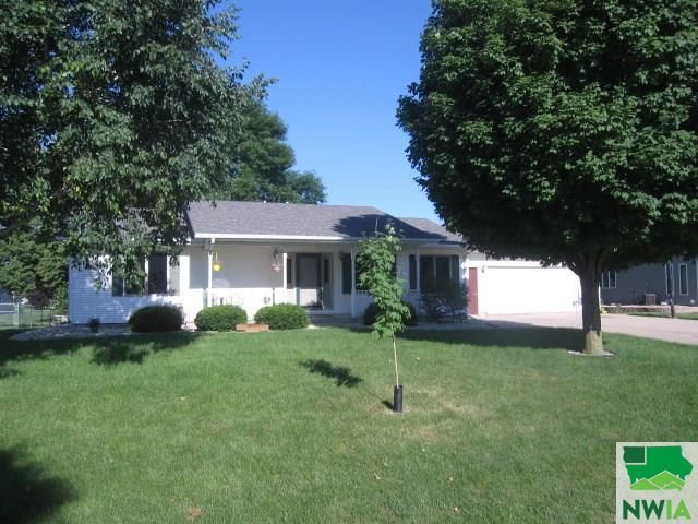 1449 2nd Ave Se Sioux Center Ia 51250 4 Bed 3 Bath Single