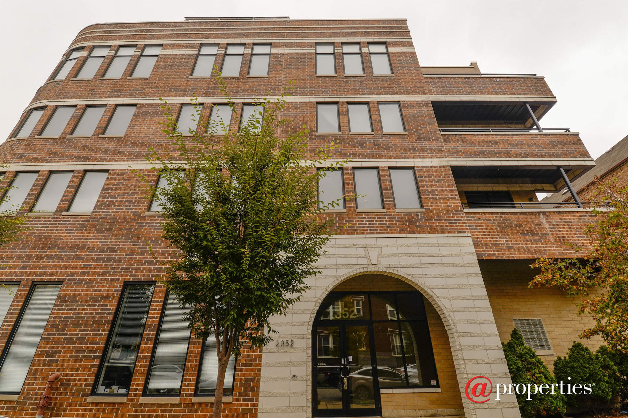 2352 W Shakespeare Ave #3A