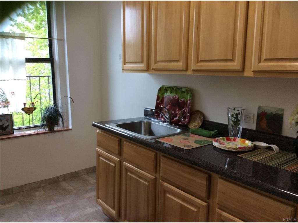 Kitchen cabinets in the bronx ny - 335 E 209th St B7
